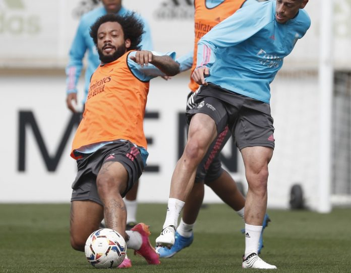 Marcelo em ação em treino do Real Madrid — Foto: Getty Images