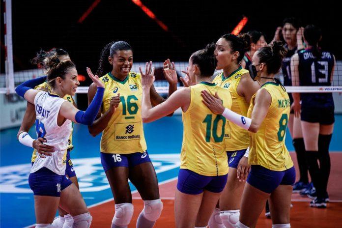 Seleção do Brasil festeja ponto contra o Japão